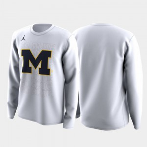White Family on Court Michigan T-Shirt Men's March Madness Legend Basketball Long Sleeve 893236-413